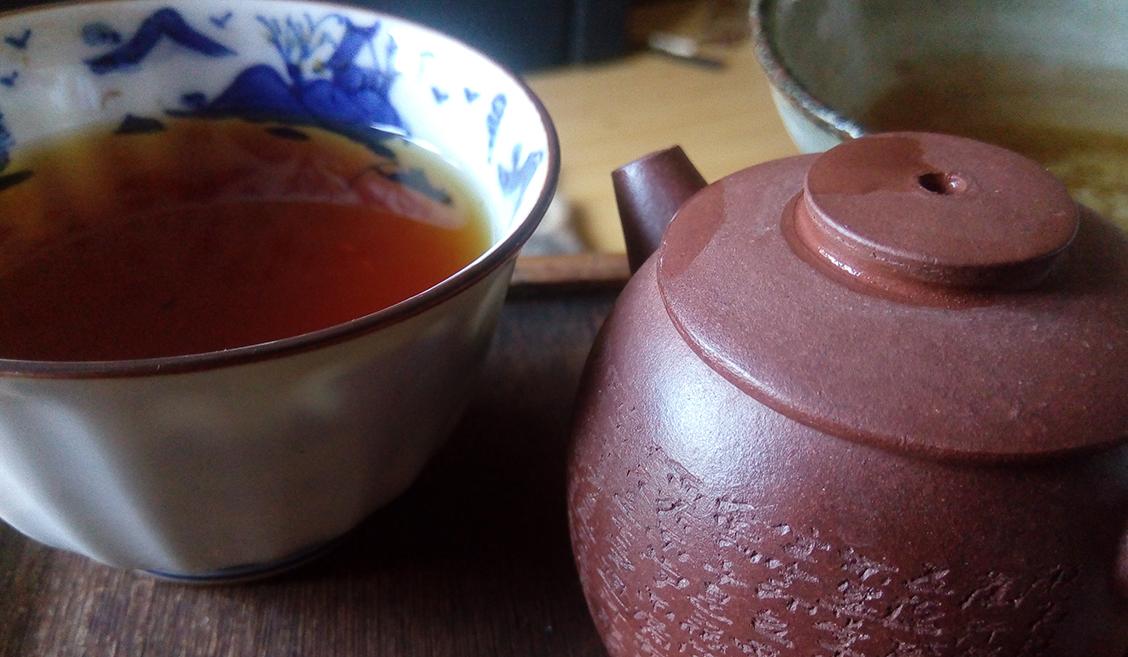 Jin jun mei on yksi Kiinan kuuluisimmista ja kalleimmista mustista teelaaduista, joka kehitettiin vasta vuonna 2005.