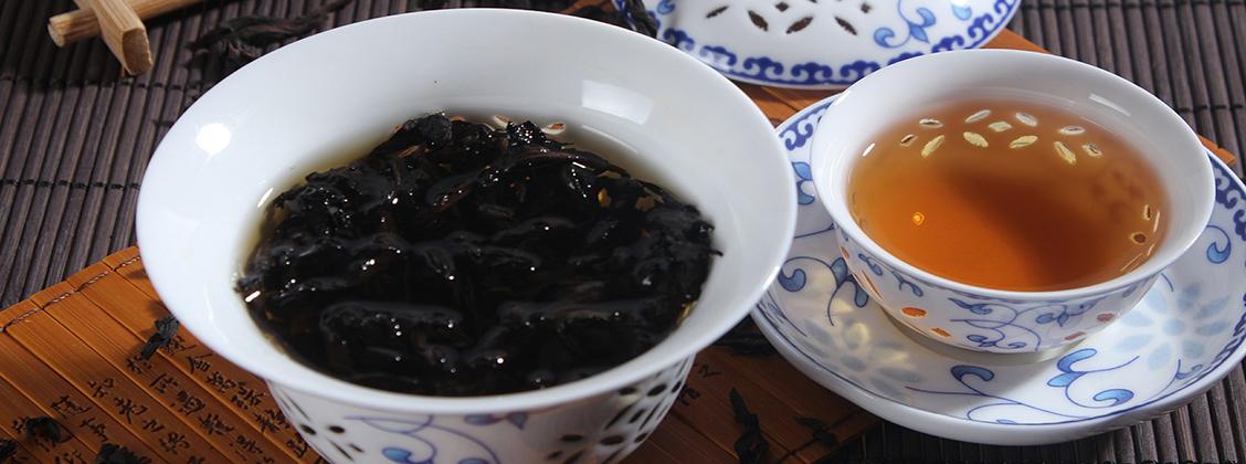 Teelehdet tarvitsevat runsaasti tilaa, jotta niiden maku ja tuoksu uuttuu veteen kunnolla. Älä siis käytä teepalloa tai liian pientä siivilää, vaan valitse teekannu, gaiwan tai tilava siivilä.