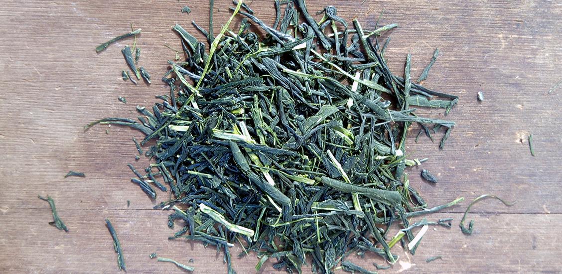 Aracha tee on viimeistelmätöntä teetä, jota ei ole lajiteltu tai paahdettu lopullisesti. Siksi sen maku on normaalia vihreää teetä runsaampi ja syvempi.