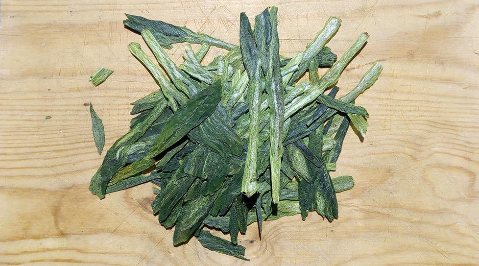 Tai Ping Hou Kui vihreä tee. Suuret lehdet hautuvat hitaasti, joten niitä voi hauduttaa korkeammassa lämpötilassa ja pidempään ilman kitkeröitymistä. Maku pääsee parhaiten esiin n. 85C vedessä ja 3-4 min haudutuksella.