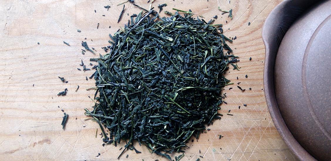 Morimoto Shincha 2018 on useammasta eri teelajikkeesta valmistettu pientuottajan japanilainen ensimmäisen sadon vihreä tee eli shincha. Upea raikas, kukkainen ja moniulotteisen vegetaalinen tee. Maista ja ihastu!