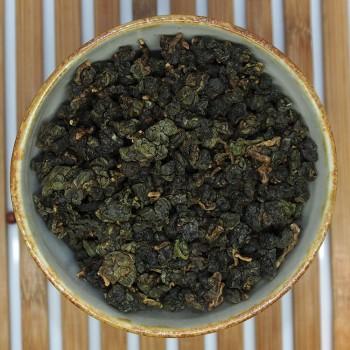 Dong Ding on kuuluisa keskitason hapetettu ja paahteinen oolong Taiwanista. Miellyttävä hieman tumma ja hedelmäinen maku, lämmittävä paahteinen ja pähkinäinen tuoksu. Maista ja ihastu!