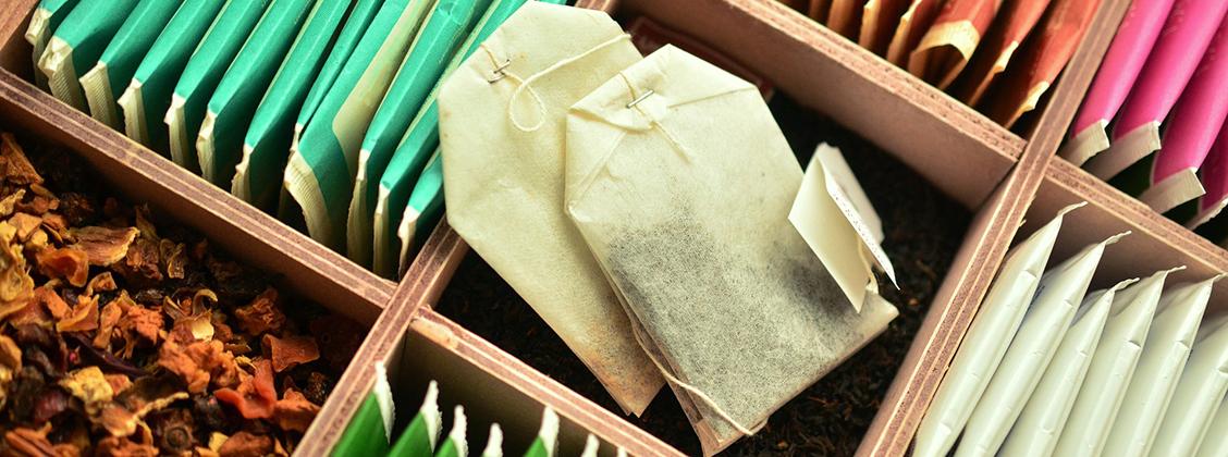 Teepussit on valmistettu hienoksi jauhetusta teestä, joka uuttuu nopeasti ja epätasaisesti. Irtolehti tee hautuu tasaisesti ja siitä saa monta haudutusta.